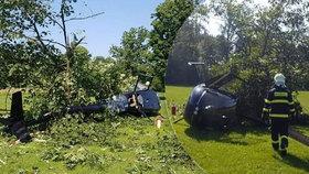 V zámeckém parku se zřítil vrtulník. Je jeden zraněný.