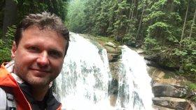Šéf Sněmovny Radek Vondráček na výletu u Mumlavského vodopádu