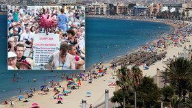Protesty v Německu proti postupu vlády během pandemie. A pláže v Palma de Mallorca (15.8.2020)