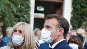 Prezident Macron s manželkou se účastnil oslav 76. výročí Spojenců v Provence (17. 08. 2020).