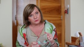 Vicepremiérka a ministryně financí Alena Schillerová (za ANO) slibuje důchodcům jednorázově vyplatit víc než tisícovku. Rozpočet 2021 by měl mít nižší schodek než 500 miliard korun (18. 8. 2020)
