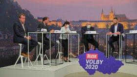 Krajská debata Blesku o zdravotnictví: Zleva Filip Ušák (STAN), Stanislav Mackovík (KSČM), Ilona Mauritzová (ODS), Jiří Mašek (ANO), moderátor Jaroslav Šimáček