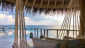 Maledivy lákají pracující turisty na luxusní pobyty.