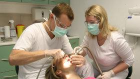 Česko má zubařů dostatek, koncentrují se však jen na určitých místech (ilustrační foto)