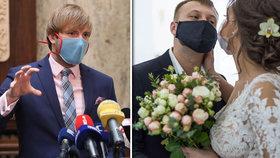 Svatby jsou kvůli koronaviru stále omezené.