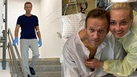 Otrávený Alexej Navalnyj: Druhé foto z berlínské nemocnice. Tentokrát již na nohou