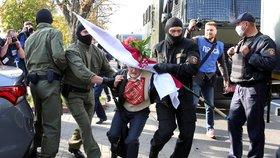 Policie zadržela stovky demonstrantek v centru Minsku (19. 9. 2020)