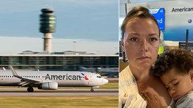 Rachel Starrová Davisová byla s dítětem vyhozena z letadla, protože syn nechtěl roušku.
