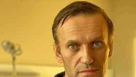 Otrávený Navalnyj je venku z nemocnice. Podle lékařů se zřejmě plně zotaví.
