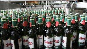 Budějovický Budvar plánuje zdražit pivo v lahvích i plechovkách.
