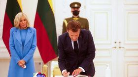 Francouzský prezident Emmanuel Macron s manželkou Brigitte na návštěvě Litvy.