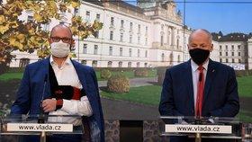Ministři školství Robert Plaga a zdravotnictví Roman Prymula (oba za ANO) na tiskové konferenci po jednání vlády. (30.9.2020).