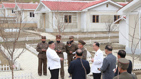 Diktátor Kim Čong-un vyrazil na inspekci na jih KLDR, prohlédl si rekonstrukci městečka Kimhwa, zasaženého povodněmi