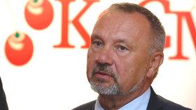 Šéf poslanců KSČM Pavel Kováčik se nachází ve vážném stavu v nemocnici.
