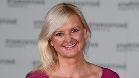 Jednička středočeské kandidátky Petra Pecková pózuje po tiskové konferenci hnutí STAN k výsledkům krajských a senátních voleb, která se konala v Praze (3. 10. 2020)