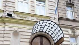 V Praze se otevřel první hotel, který je určený pouze pro lidi nakažené nemocí covid-19. Mohou v něm strávit karanténu aniž by se fyzicky potkali s někým z personálu.