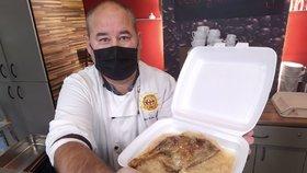 Známý kuchař Petr Erin Kováč popsal incident se vzteklým hostem jeho restaurace. Zakročit museli strážníci.
