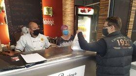 Řada Brňanů teď míří k výdejním okýnkům svých oblíbených restaurací.