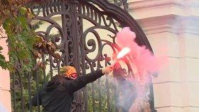 V Bratislavě demonstrovali ultras proti koronavirovým opatřením (17. 10. 2020)