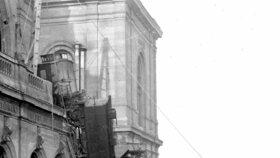 125. let od slavné nehody na pařížském nádraží Montparnasse: Pozor, vyletí lokomotiva!