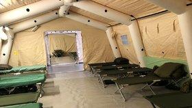 V areálu výstaviště v Letňanech buduje Armáda ČR polní nemocnici.