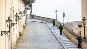 Praha se po zavedení přísnějších opatření znovu vyprázdnila (22. října 2020).