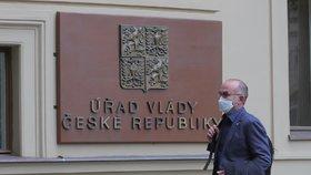 Náměstek brněnské fakultní nemocnice Jan Blatný dorazil na Úřad vlády (23. 10. 2020).