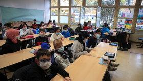 Koronavirus v Německu: Němci se vrátili k prezenční výuce, probíhá s otevřenými okny.