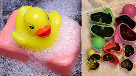 Šokované matky varují před hračkami do vany: Uvnitř se skrývá špína a hnus!