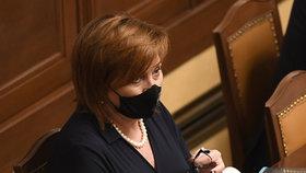 Ministryně financí Alena Schillerová během jednání Sněmovny (27.10.2020)