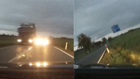 Neznámý řidič předjížděl na plné čáře před horizontem, druhý řidič kvůli tomu skončil v příkopu.