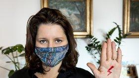 Ministryně Jana Maláčová (ČSSD) podpořila Polky protestující kvůli zpřísnění potratů.