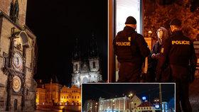 """28. října 2020 začal platit zákaz vycházení po 21:00. Fotograf Blesku se vypravil do ulic """"města duchů"""", aby zjistil, jak lidé nařízení dodržují. Zároveň také pořídil nevšední snímky noční vylidněné Prahy tak, jak ji pozná nejspíše málokdo."""