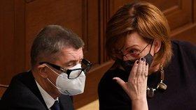 Schůze Poslanecké sněmovny, 30. října 2020 v Praze. Na snímku jsou premiér Andrej Babiš (ANO) a ministryně financí Alena Schillerová.