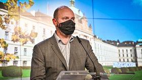 Tisková konference po jednání vlády: ministr školství Robert Plaga