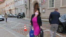 Ministryně práce a sociálních věcí Jana Maláčová (ČSSD) přichází na jednání Poslanecké sněmovny o státním rozpočtu. (11. 11. 2020)