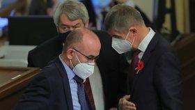 Premiér Andrej Babiš (ANO) s ministrem zdravotnictví Janem Blatným (za ANO) ve Sněmovně (11. 11. 2020)