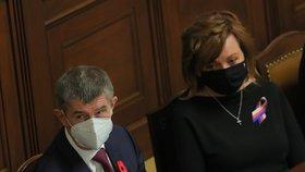 Premiér Andrej Babiš (ANO) a ministryně Alena Schillerová (za ANO) ve Sněmovně během jednání o rozpočtu (11. 11. 2020)