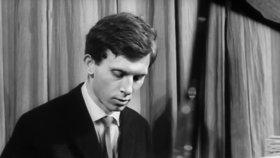 Vladimíra Pucholta už si Forman vyzkoušel v dalším legendárním filmu, Černý Petr (1963).