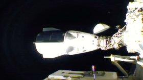 Přílet dragonu Resilience na ISS