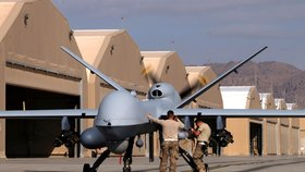 Americký dron MQ 9 Reaper na kandahárské základně.