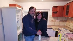 Šárka Rezková s přítelem Mirkem po stěhování do rekonsturovaného domečku na Slapech
