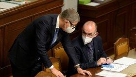 Vláda Andreje Babiše žádá ve Sněmovně o další prodloužení nouzového stavu. Tentokrát až do 20. prosince.