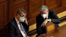 Sněmovna o nouzovém stavu (19. 11. 2020): Zleva premiér Andrej Babiš (ANO) a ministr zdravotnictví Jan Blatný (za ANO).