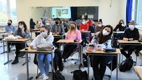 Na středních a vyšších odborných školách se bude nově prezenční výuka střídat s distanční.
