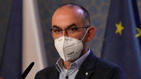 Ministr zdravotnictví Jan Blatný (za ANO) na tiskové konferenci po jednání vlády (20. 11. 2020)