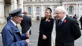 Britský premiér Boris Johnson se svou snoubenkou Carrie Symondsovou.