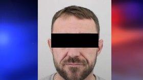 Pražští policisté pátrali po Martinu F., který je podezřelý z krádeže hotovosti v restauraci.