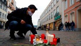 Pieta za oběti sražené řidičem SUV v německém Trevíru (2. 12. 2020)
