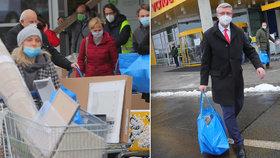 IKEA v Praze na Zličíně po znovuotevření, dorazil i vicepremiér Karel Havlíček (za ANO; 3. 12. 2020)